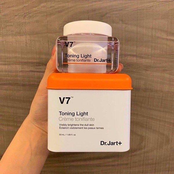 kem-duong-trang-da-v7-hop-vuong-mau-moi-dr.jart-toning-light-4